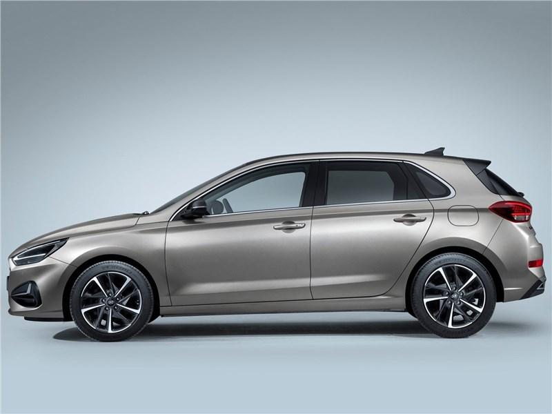 Hyundai i30 2020 вид сбоку