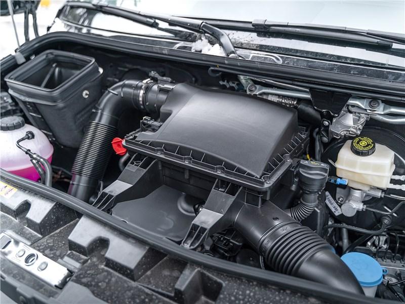 Mercedes-Benz Sprinter 2018 моторный отсек