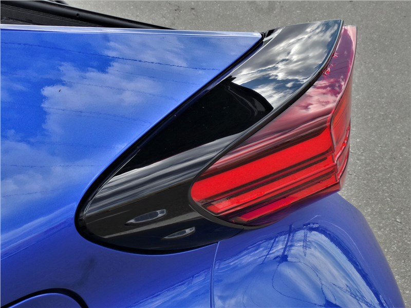 Toyota C-HR 2020 задний фонарь