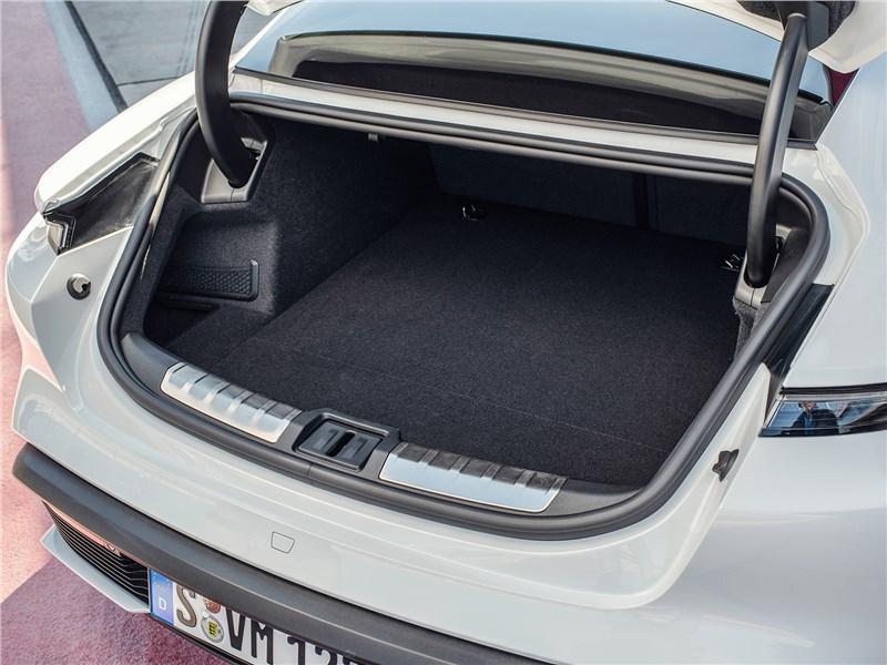 Porsche Taycan 2020 багажное отделенние