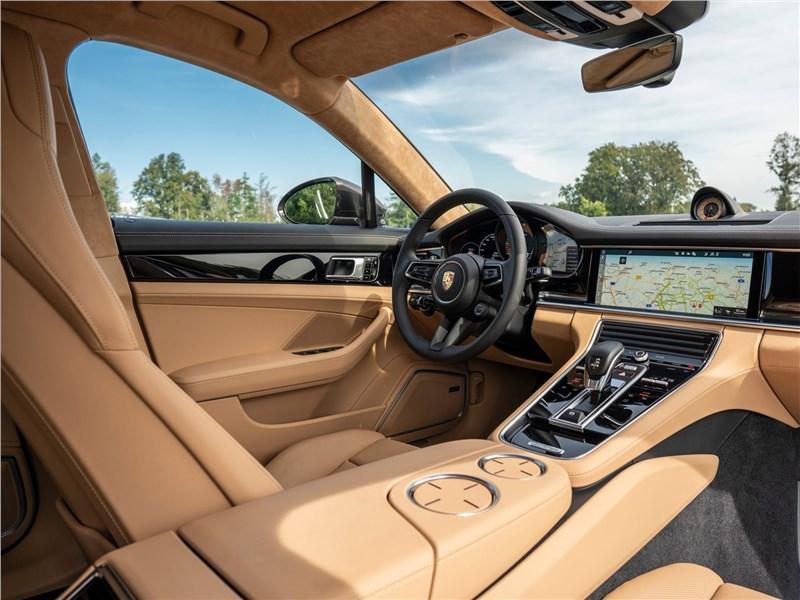 Porsche Panamera (2021) салон