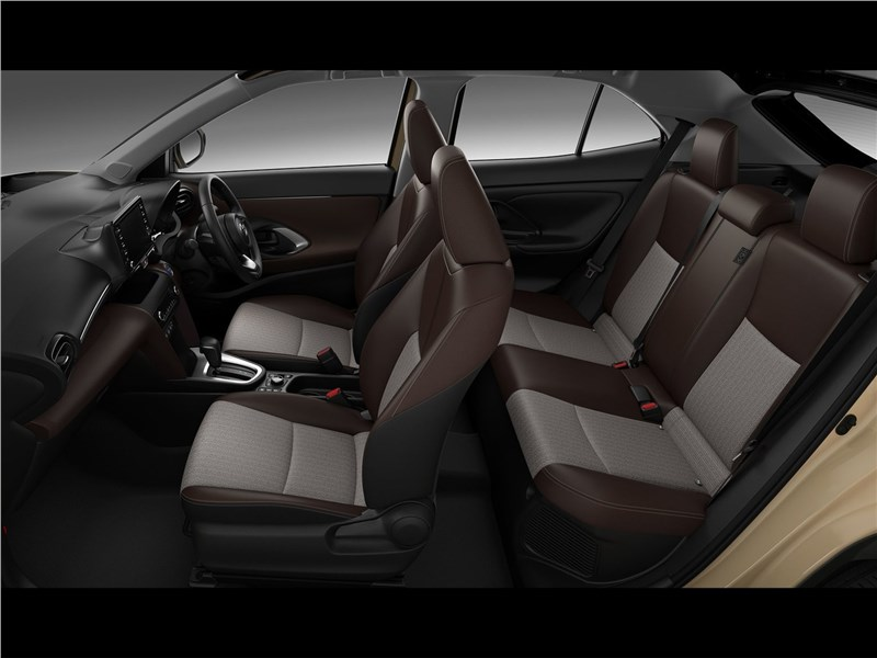 Toyota Yaris Cross (2021) салон