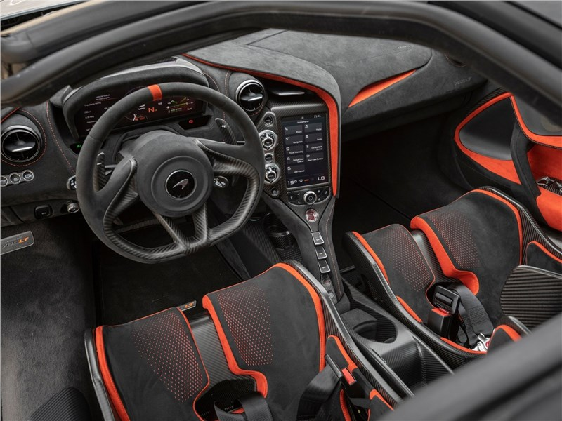 McLaren 765LT (2021) салон