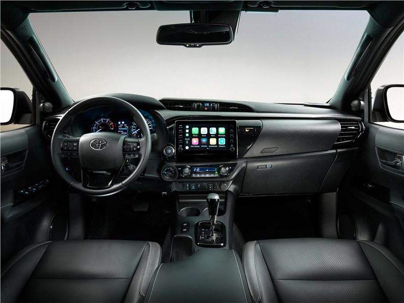 Toyota Hilux (2021) салон
