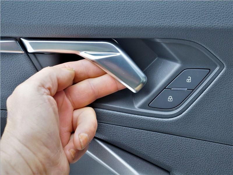 Audi Q3 2019 дверь