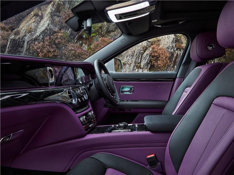 Rolls-Royce Ghost (2021) передние кресла