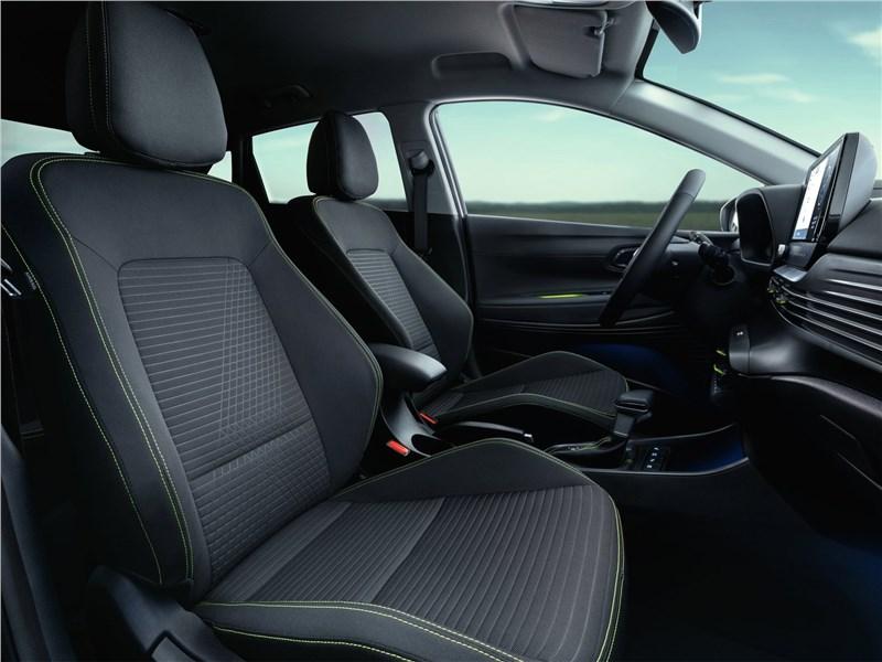 Hyundai i20 (2021) передние кресла