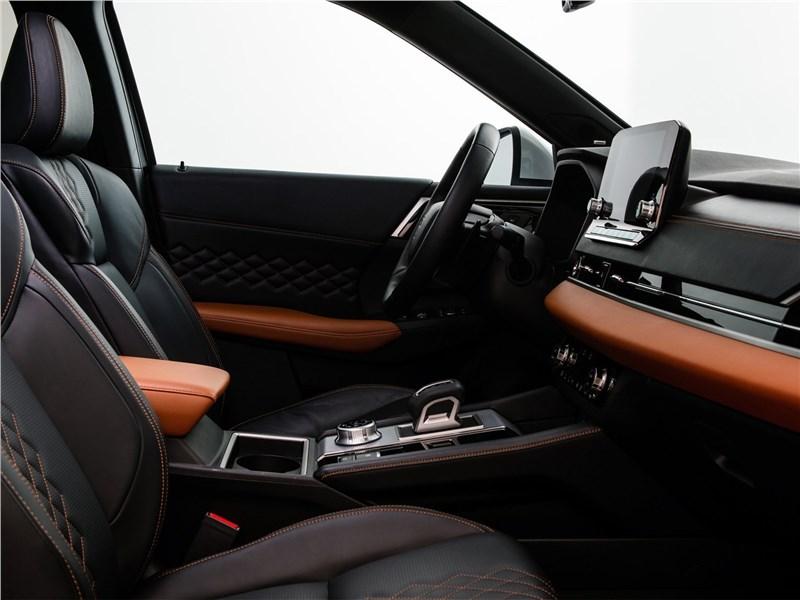 Mitsubishi Outlander (2022) передние кресла