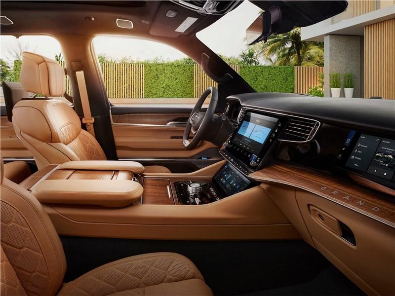 Jeep Grand Wagoneer (2022) передние кресла
