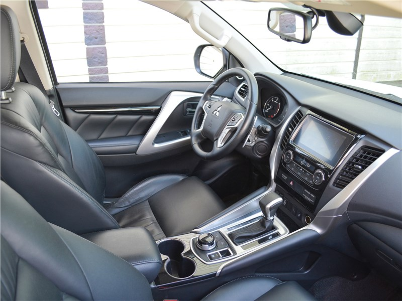 Mitsubishi Pajero Sport (2020) передние кресла