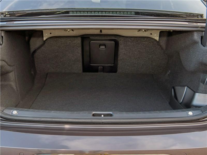 Volvo S90 (2020) багажное отделение