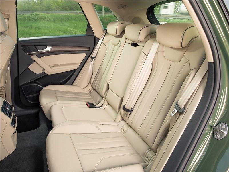 Audi Q5 (2021) задний диван