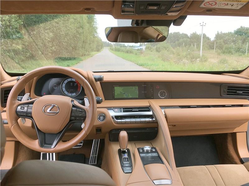 Lexus LC 500 (2021) салон