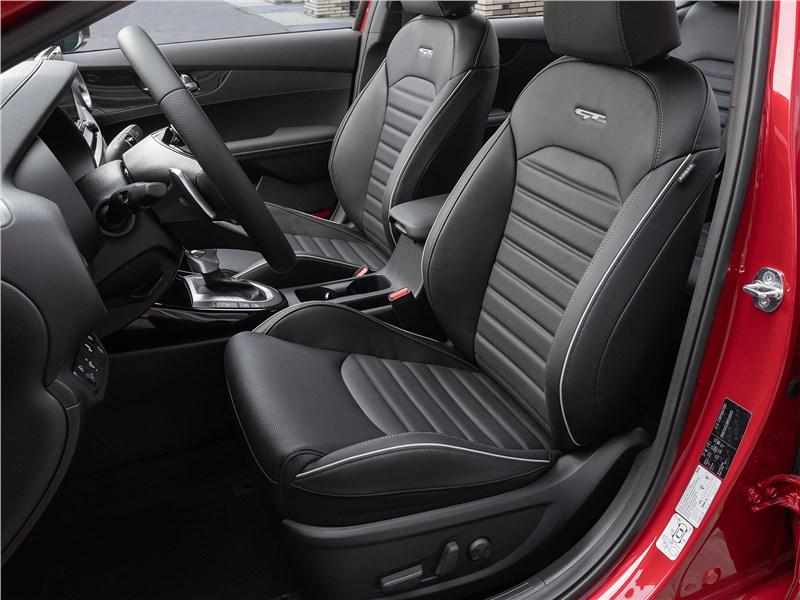 Kia Cerato (2022) передние кресла
