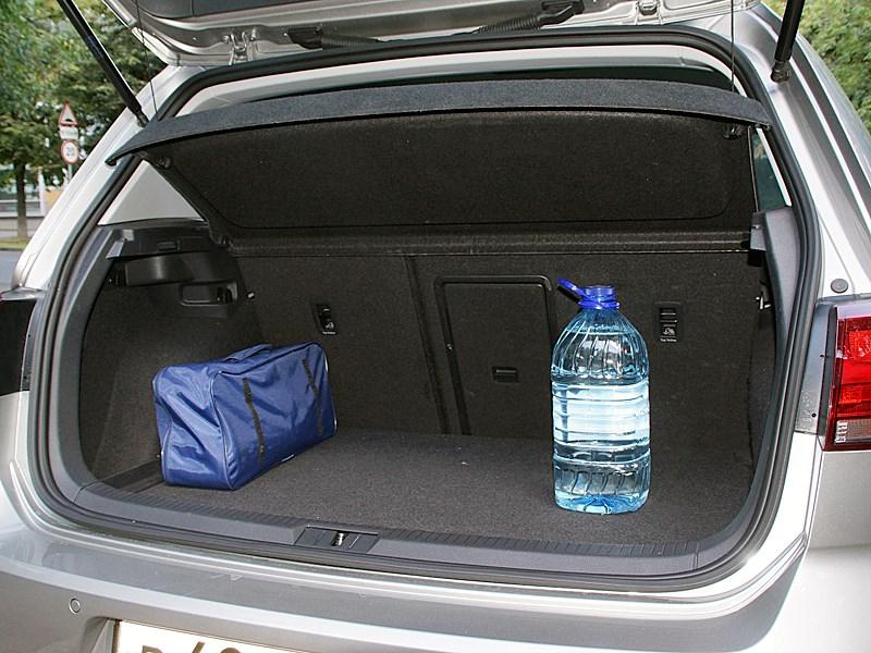 Volkswagen Golf VII 2013 багажное отделение