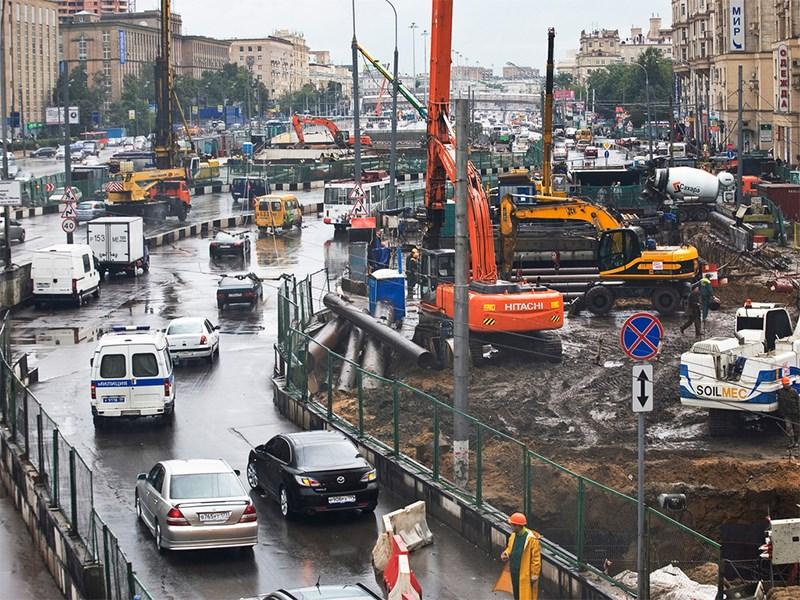 Собянин уверяет, что строительство дорог в Москве подешевело