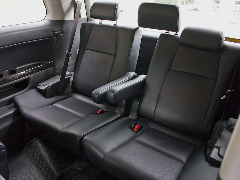 Toyota Alphard 2008 кресла третьего ряда