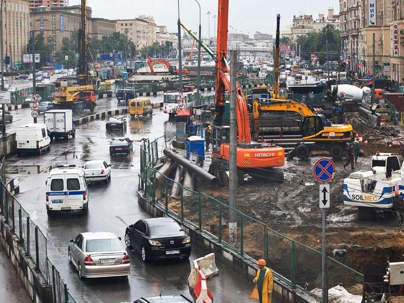 Государственные инвестиции на строительство дорог в Москве урежут в полтора раза