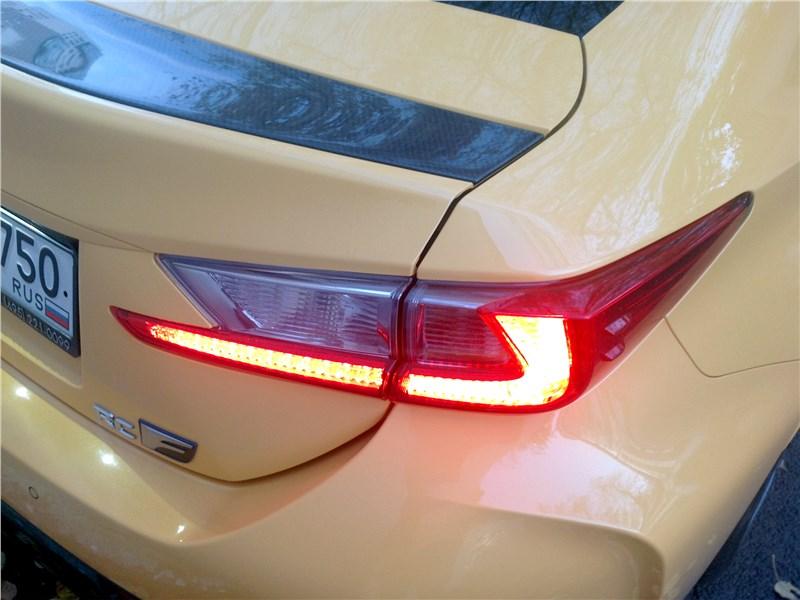 Lexus RC F 2015 задний фонарь
