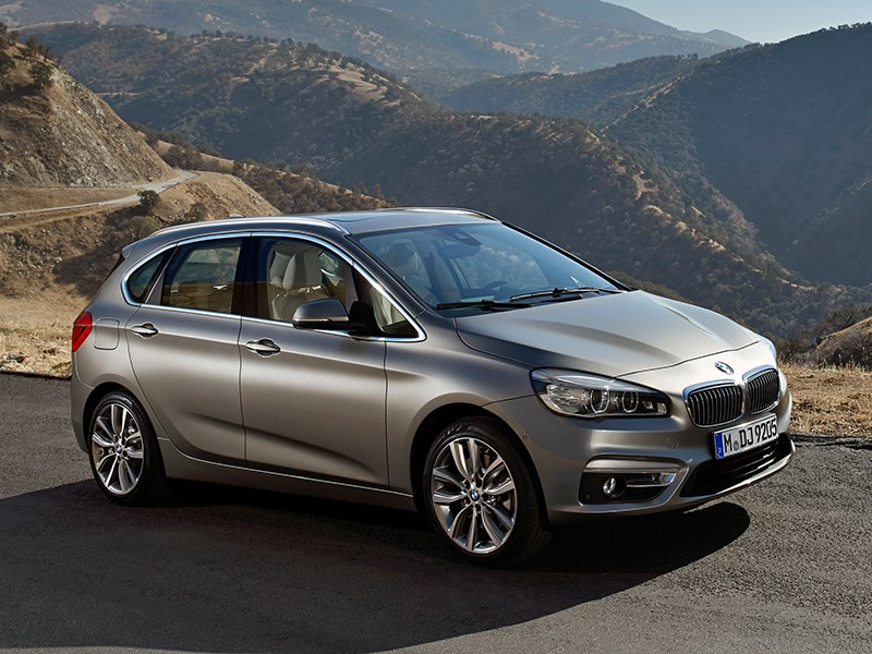 BMW 2 Series Active Tourer 2014 вид сбоку фото 6