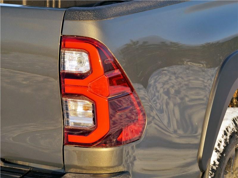 Toyota Hilux (2021) задняя фара