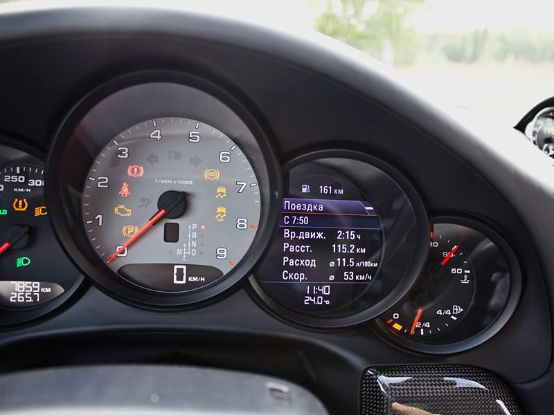 Porsche 911 Carrera 4S 2012 приборная панель