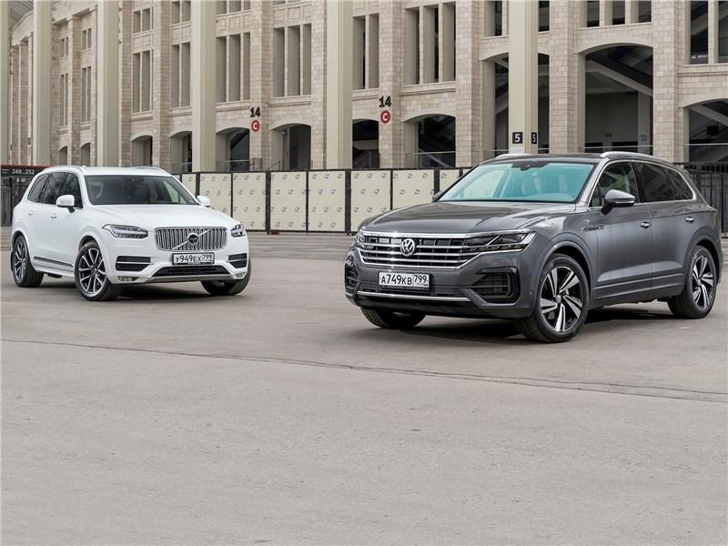 Volvo XC90, Volkswagen Touareg - сравнительный тест volkswagen touareg 3.0 tdi 2019 и volvo xc90 2.0 d5 2015. скандинавский бестселлер отбивает атаки молодого «тевтонца»