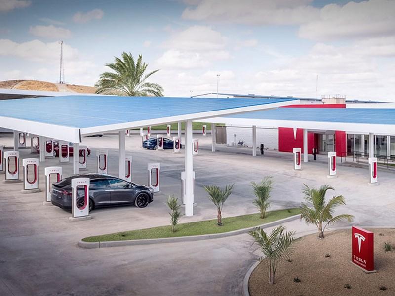 Илон Маск пообещал открыть электрозаправки Tesla в степи Фото Авто Коломна