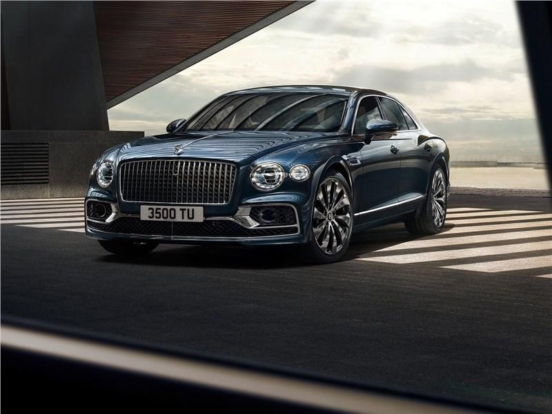 Bentley Flying Spur 2020 вид спереди
