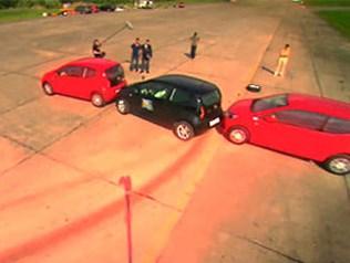 Два брата-британца побили рекорд параллельной парковки