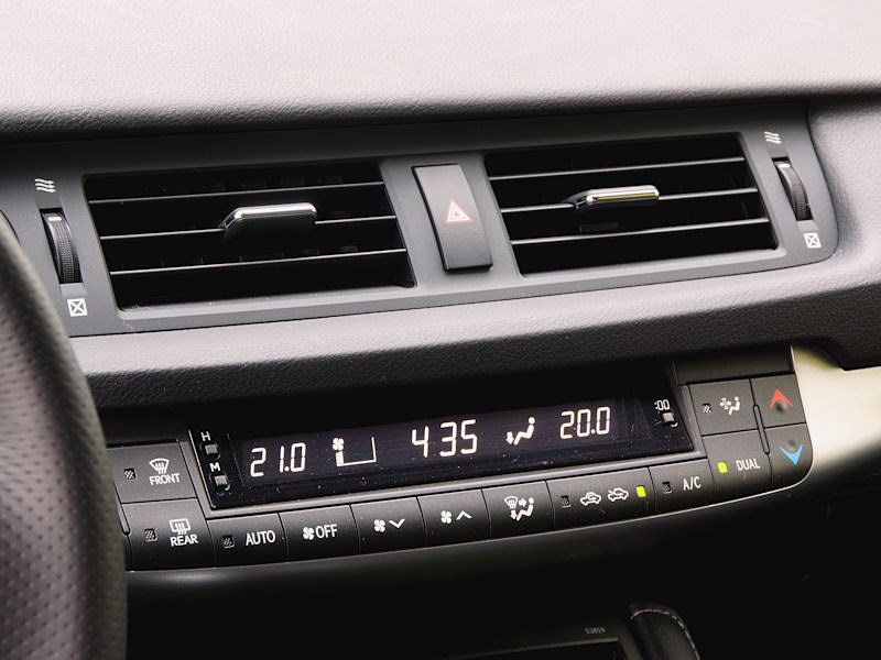 Lexus CT 200h 2011 панель управления двухзонным климат-контролем
