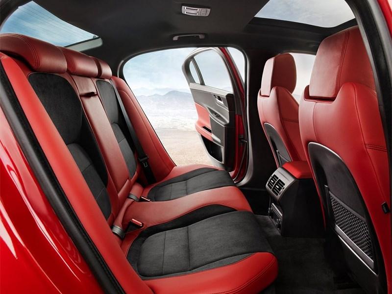 Jaguar XE 2015 задний диван