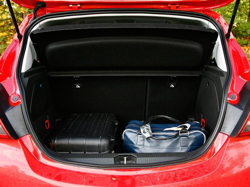 Opel Corsa 2015 багажное отделение