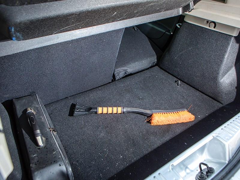 Renault Sandero 2013 багажное отделение