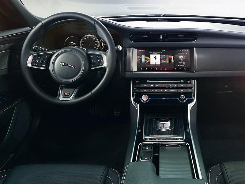Jaguar XF 2016 водительское место