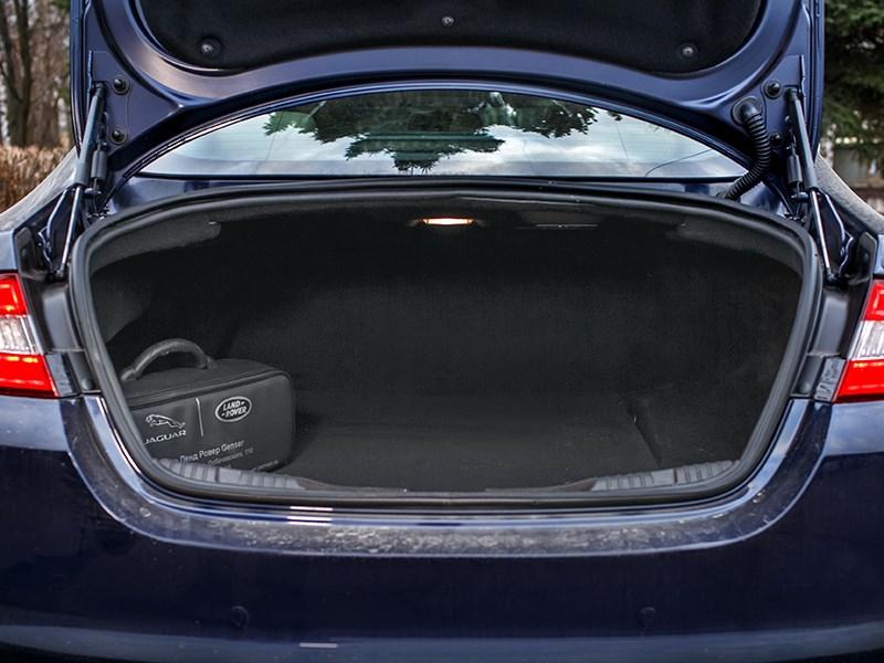 Jaguar XF 2011 багажное отделение