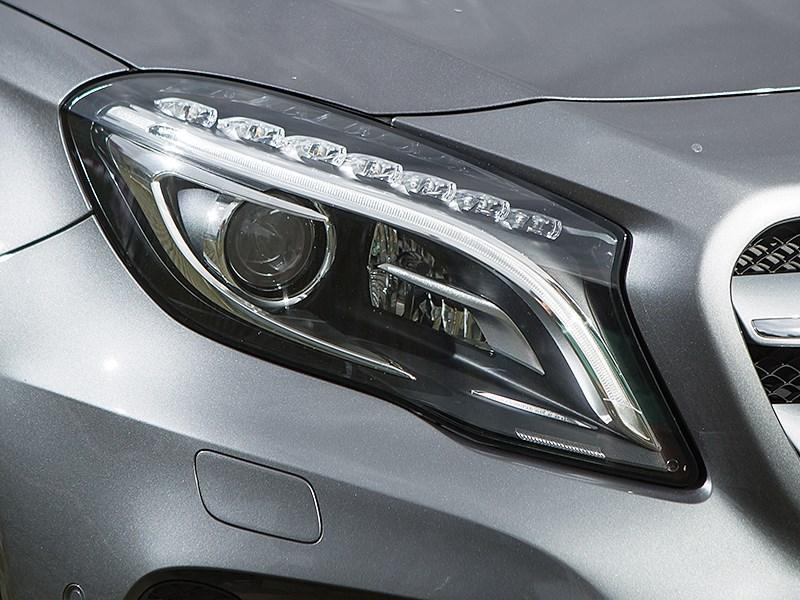 Mercedes-Benz GLA-klasse 2015 передняя фара