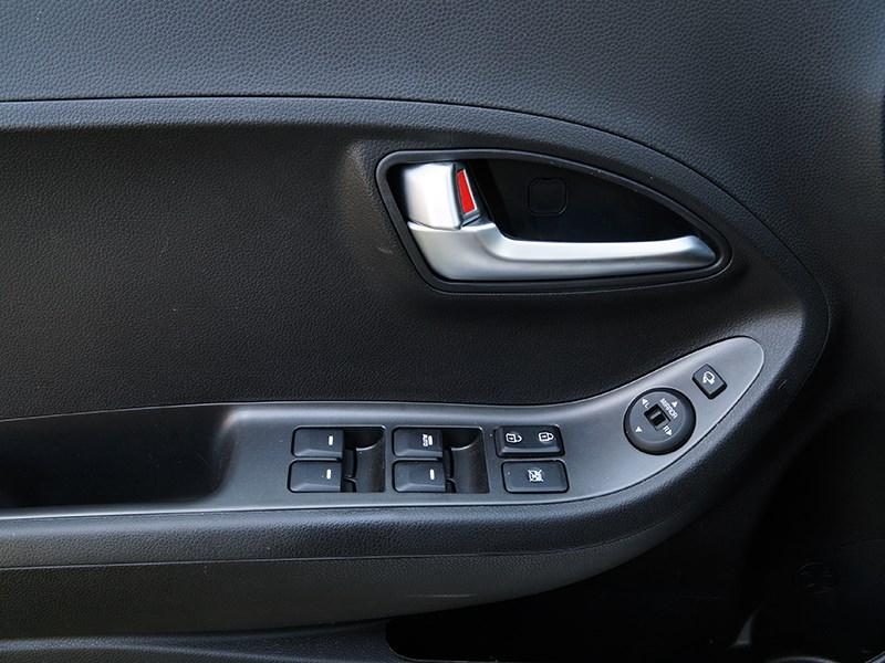 Kia Picanto 2015 дверь