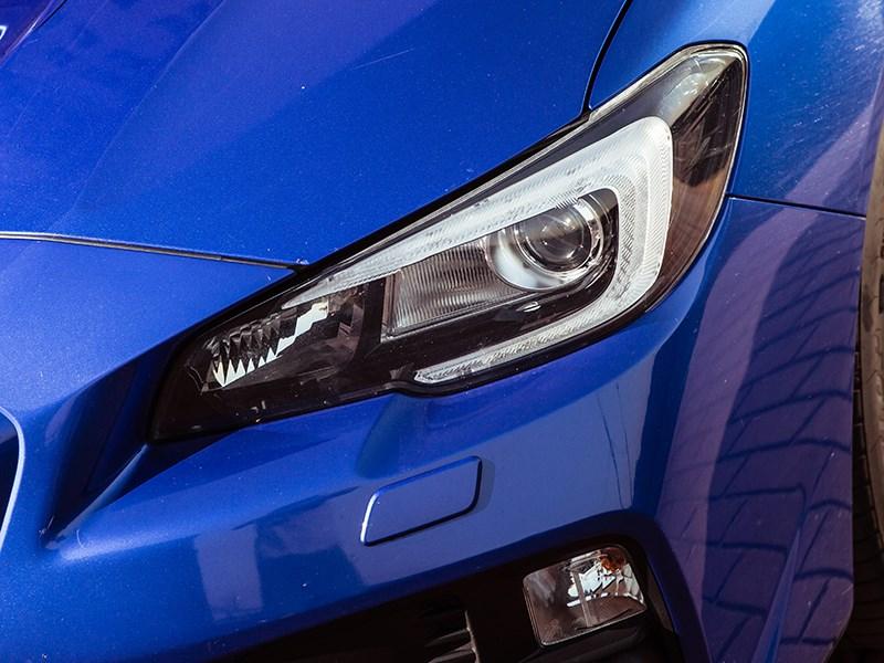 Subaru WRX 2015 передняя фара