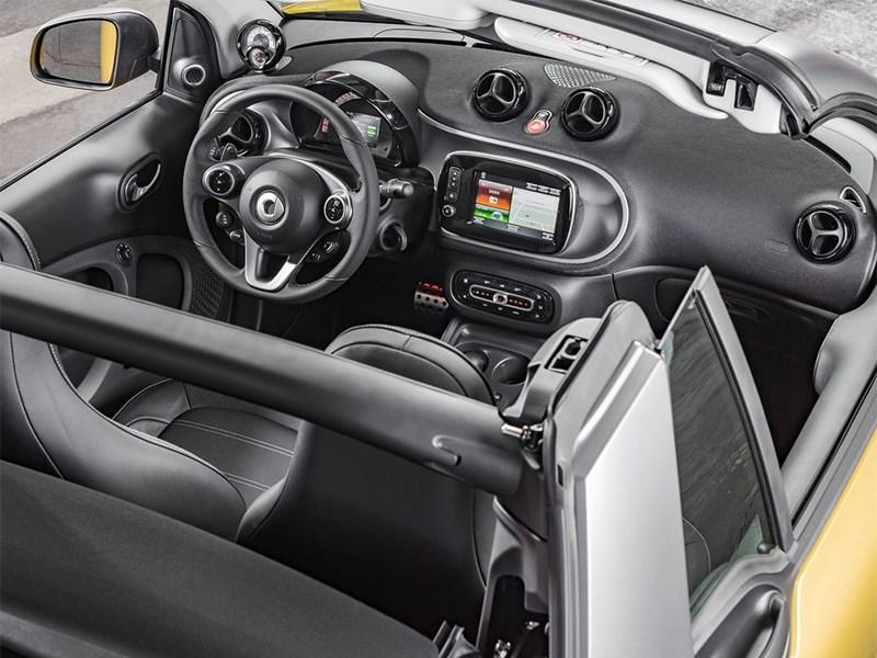 Smart ForTwo Cabrio 2016 салон