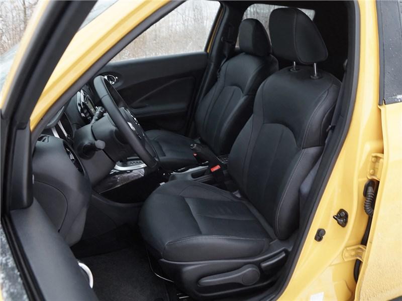 Nissan Juke 2015 передние кресла