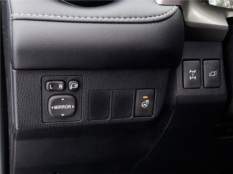 Toyota RAV4 2016 дополнительные кнопки