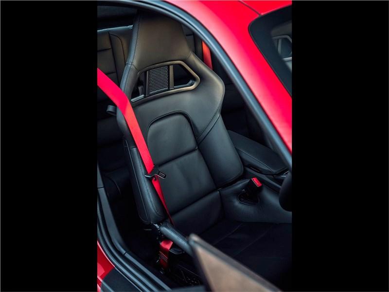 Porsche 911 Carrera S 2016 кресло