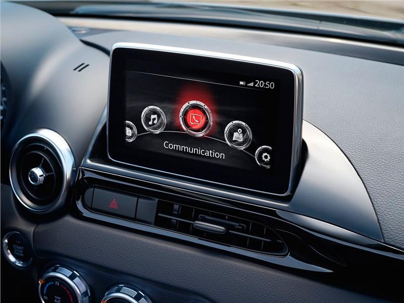 Fiat 124 Spider 2016 монитор