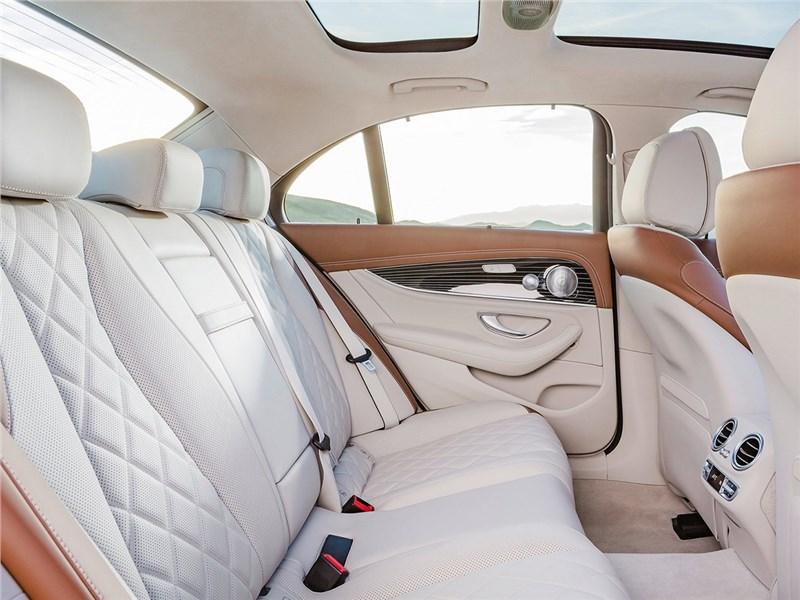 Mercedes-Benz E-Klasse 2017 задний диван