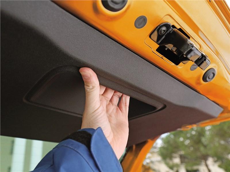 Lada XRay 2015 дверь багажника
