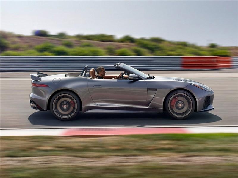 Jaguar F-Type SVR 2016 вид сбоку