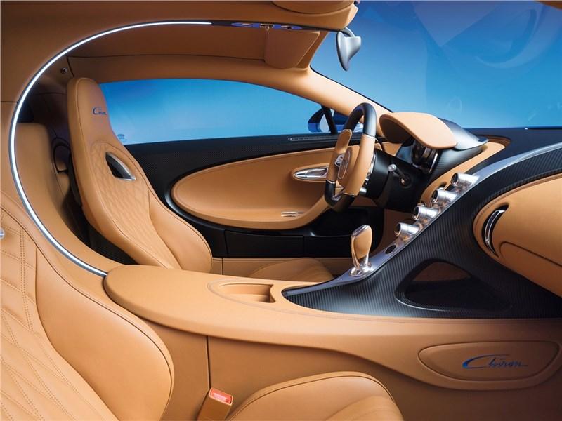 Bugatti Chiron 2017 передние кресла