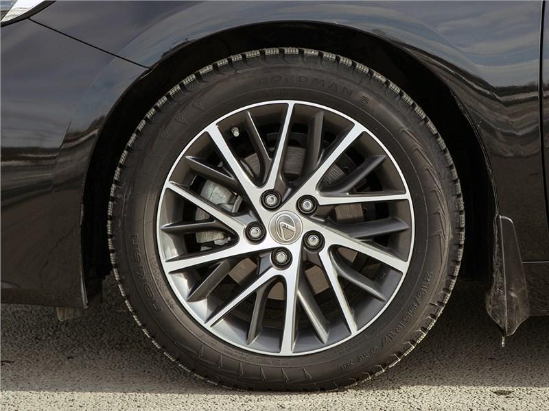 Lexus ES 2016 колесо