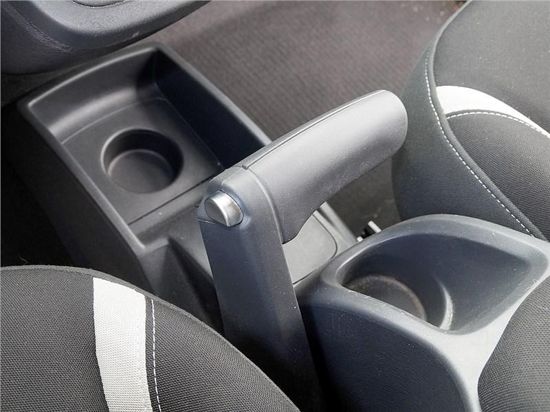Renault Kangoo 2014 стояночный тормоз